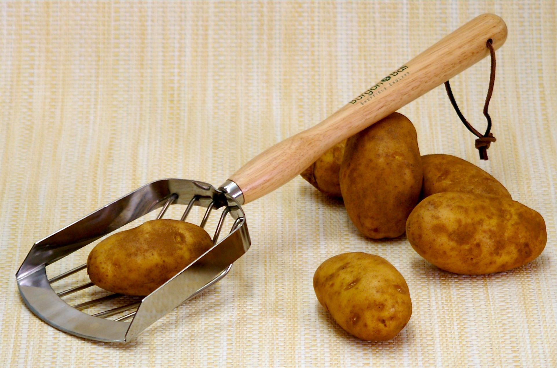 potato harvesting scoop by burgon and ball 18 garden shop online. Black Bedroom Furniture Sets. Home Design Ideas